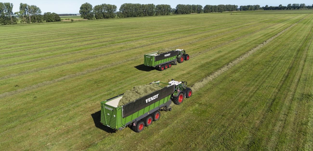 To Fendt Tigo XR 100 i gang med arbejdet i marken.