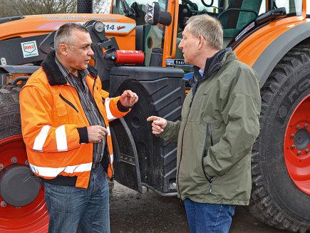 Hans Mosbach, director del taller central para la empresa constructora de carreteras estatal, Alemania - 209 Vario F, 714 Vario