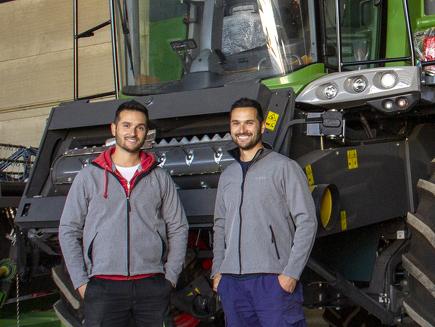 Manuel y Juan De Dios Serrano, empresa familiar, provincia de Jaén, España - Cosechadora 6335 C PL