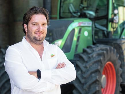 Damiano e Paolo Cazzola, proprietari di un'azienda agricola, Salizzole, Italia - Katana 65/85; 30 trattori Fendt